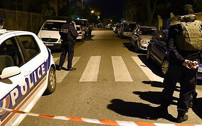 Police secure the area near where a Jewish man was injured in a stabbing, on November 18, 2015 in the southern city of Marseille. (AFP/ BORIS HORVAT)