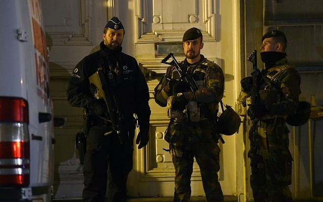 Belgian soldiers stand at the Grand Place in Brussels on November 22, 2015. The Belgian capital was locked down for a second day on November 22 with police and troops on the streets as the authorities hunted for several suspects linked to the Paris attacks. (AFP/Emmanuel Dunand)