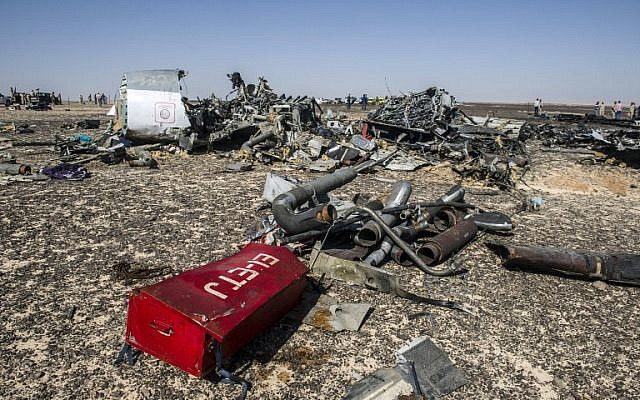 Debris from the A321 Russian airliner at the site of the crash in Wadi el-Zolomat, a mountainous area in Egypt's Sinai Peninsula, on November 1, 2015. (AFP/Khaled Desouki)