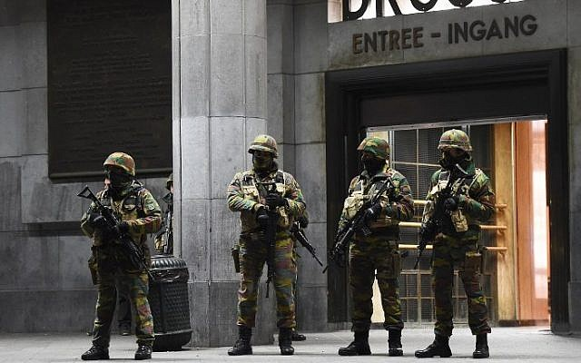 Soldiers stand guard in front of the central train station on November 22, 2015 in Brussels, as the Belgian capital remained on the highest security alert level over fears of a Paris-style attack.   AFP PHOTO / Emmanuel Dunand)