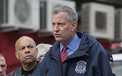 New York City Mayor Bill de Blasio speaks at a press conference in New York City on November 22, 2015. (Michael Graae/Getty Images/AFP)