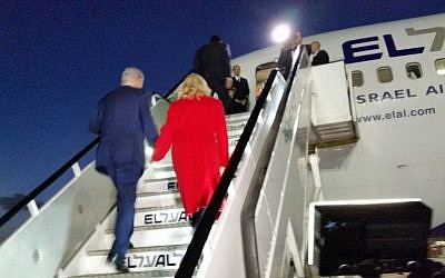 Prime Minister Benjamin Netanyahu and his wife, Sara, board a plane to Paris on November 30, 2015, where the Israeli leader is set to meet with a host of world leaders on the sidelines of a climate conference. (Raphael Ahren/The Times of Israel)