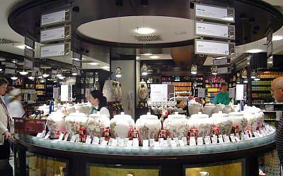 Shoppers at KaDeWe. (CC BY-SA Kent Wang, Flickr)
