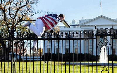 A man jumps a fence at the White House in Washington, DC, on November 26, 2015. (Vanessa Pena via AP)