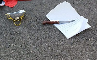 A knife and handwritten note found on the person of a Palestinian woman shot dead during an apparent attempt to stab Israeli security guards at the Eliyahu Crossing in the West Bank on Monday, November 9, 2015 (Defense Ministry)