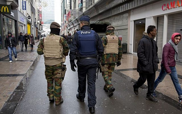 Belgian soldiers and police patrol an otherwise busy shopping street in Brussels on Saturday, November 21, 2015. (AP/Virginia Mayo)