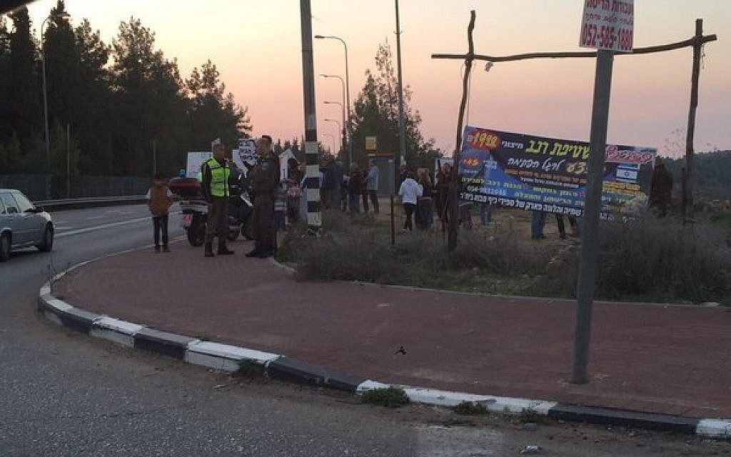 Police at the scene of a shooting attack near the Gush Etzion junction on Thursday, November 19, 2015 (Gush Etzion municipality)