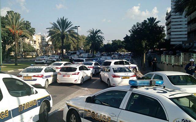 The scene of a stabbing attack in Tel Aviv on November 19, 2015. (Judah Ari Gross/ Times of Israel)