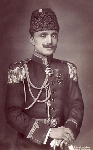 Enver Pasha as the War Minister of the Ottoman Empire during World War I. (public domain via wikipedia)