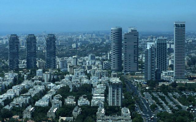 Luxury towers in Tel Aviv, July 06, 2010. (Kobi Gideon/Flash90)