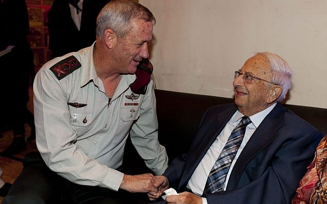 Then-IDF chief of staff Benny Gantz talks with former president Yitzhak Navon at the fifth Israeli Presidential Conference, in Jerusalem on June 18, 2013. (Photo by David Vaaknin/POOL/FLASH90)