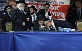 Yachad party leader Eli Yishai kisses the hand Rabbi Meir Mazuz during press conference in Bnei Brak, December 25, 2014. (Photo by Yaakov Naumi/Flash90)