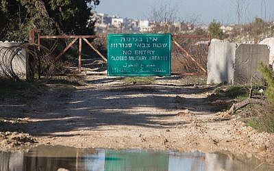 "A sign reads ""No entry, closed military area"" is seen on the border between Israel and Lebanon, January 21, 2015. (Photo by Basal Awidat/Flash90)"