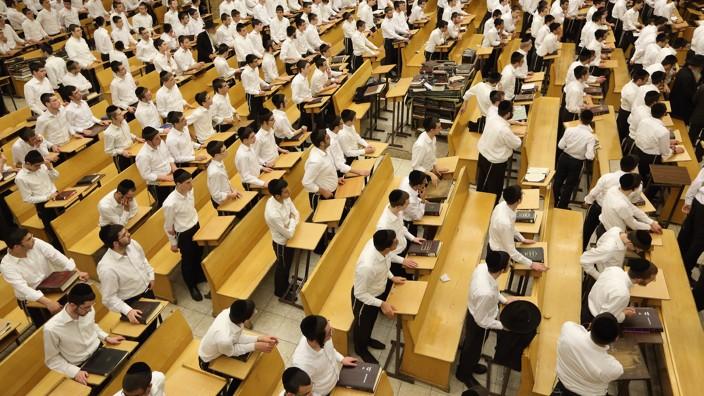 An illustrative photo of yeshiva students in Israel (Yaakov Naumi/Flash90)