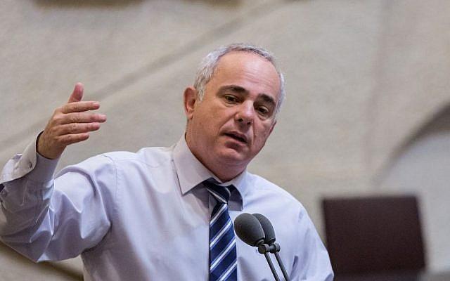 Energy Minister Yuval Steinitz speaks during a Knesset plenum session on September 7, 2015. (Yonatan Sindel/Flash90)