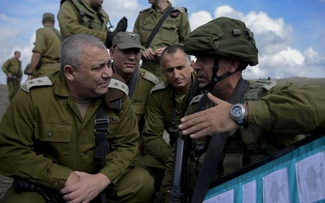IDF Chief of Staff Gadi EIsenkot visits a Golani Brigade exercise in the Golan Heights on Oct. 27, 2015 (IDF Spokesperson's Unit)