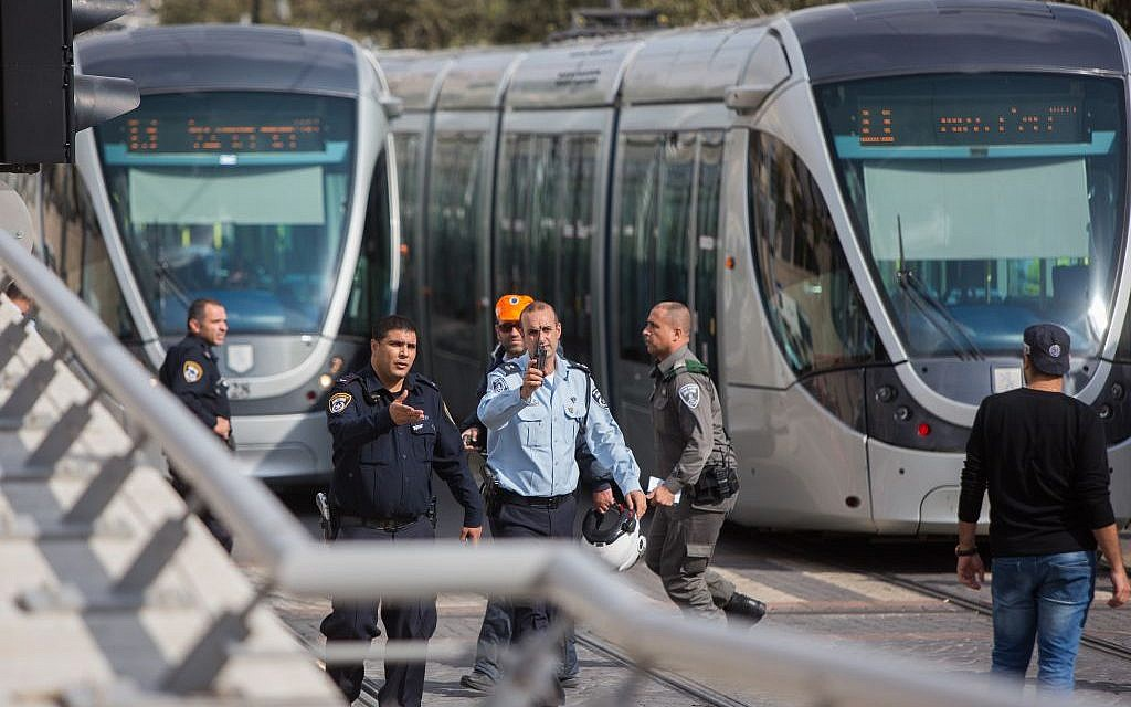 Israeli security forces at the scene of a stabbing attack on the light rail in the northern Jerusalem neighborhood of Pisgat Ze'ev, November 10, 2015. (Yonatan Sindel/Flash90)
