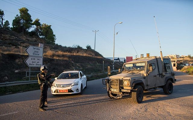 Illustrative. Israeli security forces stand guard in the  West Bank on November 13, 2015. (Yonatan SIndel/Flash90)