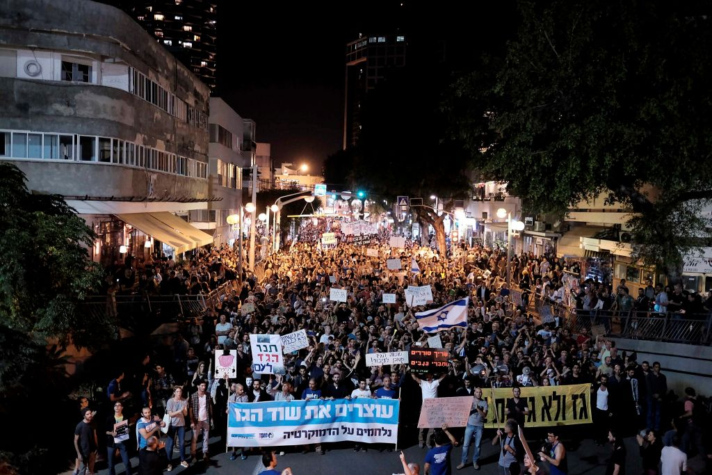 Thousands of Israelis protest against a controversial agreement reached over the past few months between the government and large energy companies over natural gas production, in central Tel Aviv, on November 14, 2015. (Tomer Neuberg/Flash90)