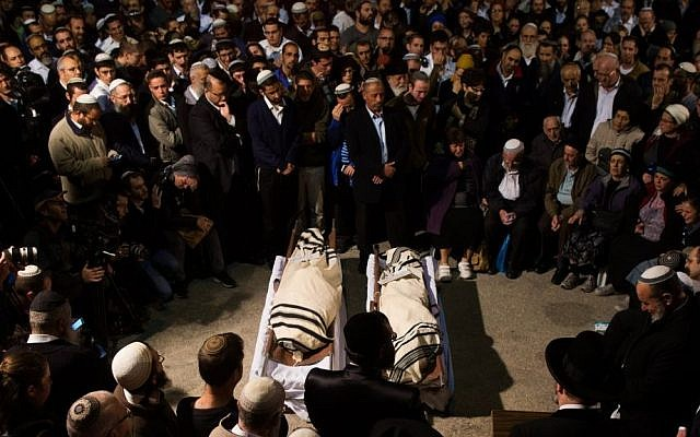 Friends and family attend the funeral of Rabbi Ya'akov Litman, 40, and his son Netanel, 18, in Jerusalem on November 14, 2015. (Yonatan Sindel/Flash90, File)