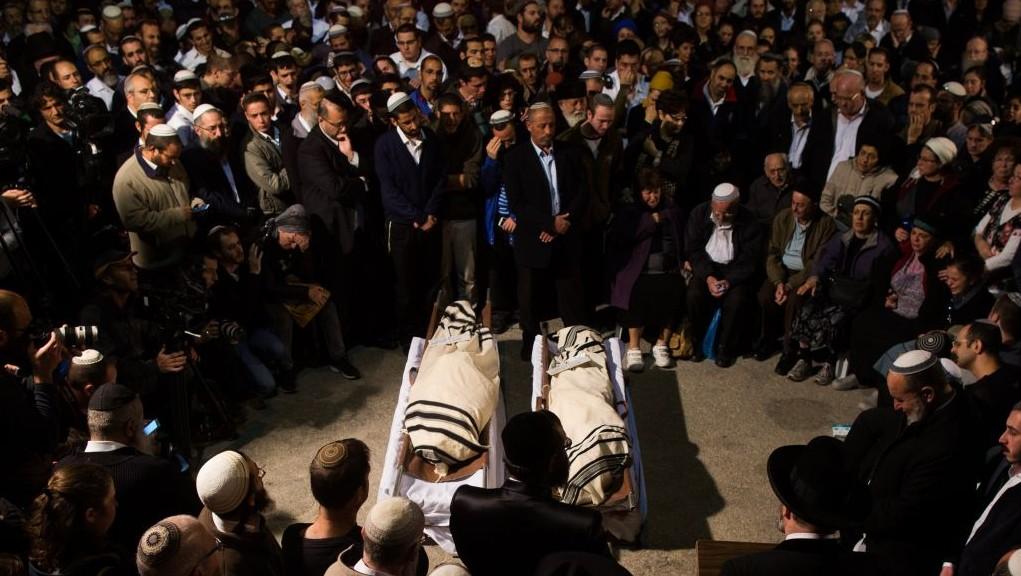 Friends and family attend the funeral of Rabbi Ya'akov Litman, 40, and his son Netanel, 18, in Jerusalem on November 14, 2015. (Yonatan Sindel/Flash90)
