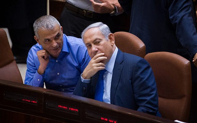 File: Prime Minister Benjamin Netanyahu (right) speaks with Finance Minister Moshe Kahlon during a plenum session at the Knesset on November 16, 2015. (Miriam Alster/Flash90)