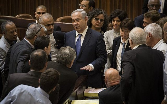 Prime Minister Benjamin Netanyahu surrounded by Knesset members after a vote on the 2015-2016 state budget, November 18, 2015. (Hadas Parush/Flash90)
