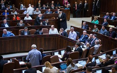 The Knesset plenary during vote on the state budget for 2015-2016, November 18, 2015. (Yonatan Sindel/Flash90)