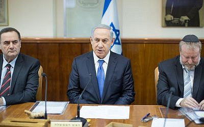 Prime Minister Benjamin Netanyahu leads the weekly government meeting in Jerusalem, November 22, 2015. (Photo by Emil Salman/Haaretz)