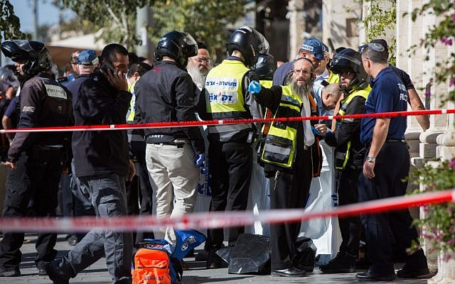 Israeli security forces evacuate shocked passer byers from the scene of a stabbing attack by the Mahane Yehuda market in central Jerusalem, November 23, 2015. (Photo by Yonatan Sindel/Flash90)