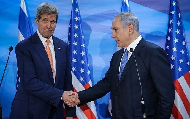 John Kerry, left, and Benjamin Netanyahu meet in Jerusalem on November 24, 2015. (Alex Kolomoisky/Pool)