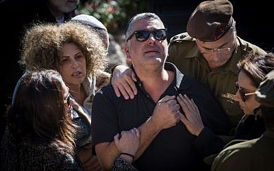 The parents of Ziv Mizrahi at the funeral of the 18-year-old soldier at Mount Herzl Military Cemetery in Jerusalem, on November 24, 2015. Mizrahi was murdered in a stabbing attack at a gas station on the 443 Road, near Jerusalem on November 23, 2015. (Photo by Hadas Parush/Flash90)