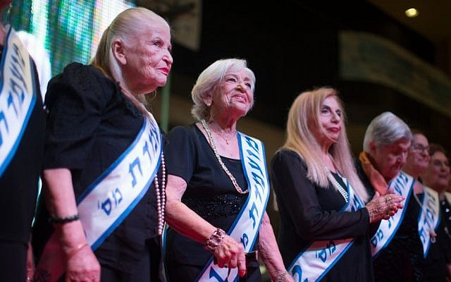 Participants in a Holocaust survivors beauty pageant in Haifa on November 24, 2015. (Yonatan Sindel/Flash90)
