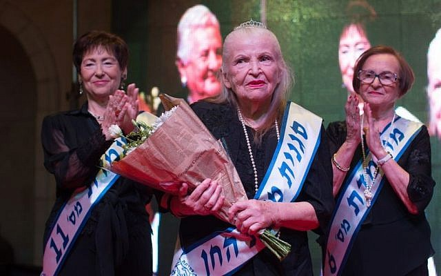Sara Israel competes in a Holocaust survivors beauty pageant in Haifa on November 24, 2015. (Yonatan Sindel/Flash90)