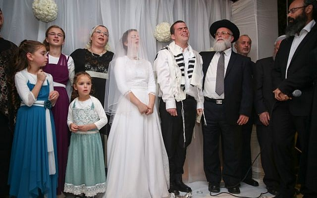 Friends and family attend the wedding of Sarah Litman and Ariel Beigel at the Jerusalem International Convention Center, November 26, 2015. (Hadas Parush/Flash90)
