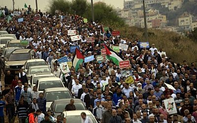 Thousands of supporters of the Islamic Movement in Israel, and its Northern Branch leader, Sheikh Raed Salah, demonstrated against Israel's decision to outlaw the Northern Branch, on November 28, 2015, in Umm al-Fahm, northern Israel. (Muammar Awad/Flash90)