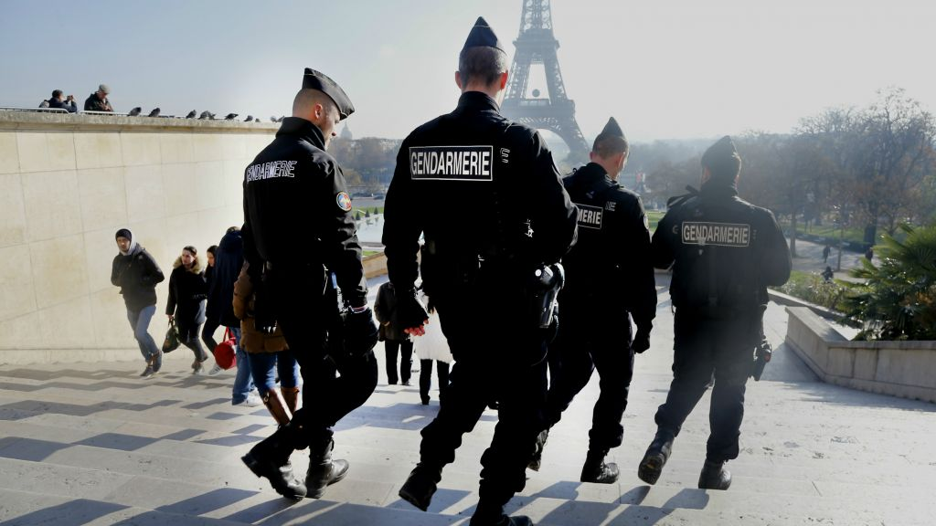 9f9a559e31c2c3 File  French gendarmes officers patrol near the Eiffel Tower