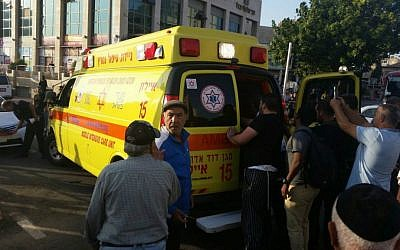 An ambulance evacuates a wounded Rishon Lezion resident after a Palestinian stabbing attack in the city, November 2, 2015. (MDA)