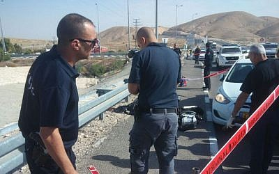 Israeli police and security forces at the scene of an attempted car-ramming and stabbing attack near Kfar Adumim, on Sunday November 22 2015. (Courtesy)