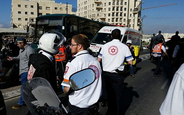 Rescuers on Jerusalem's Shamgar Street after a Palestinian assailant stabs an Israeli woman, 30, in the back, November 29, 2015. (Magen David Adom)
