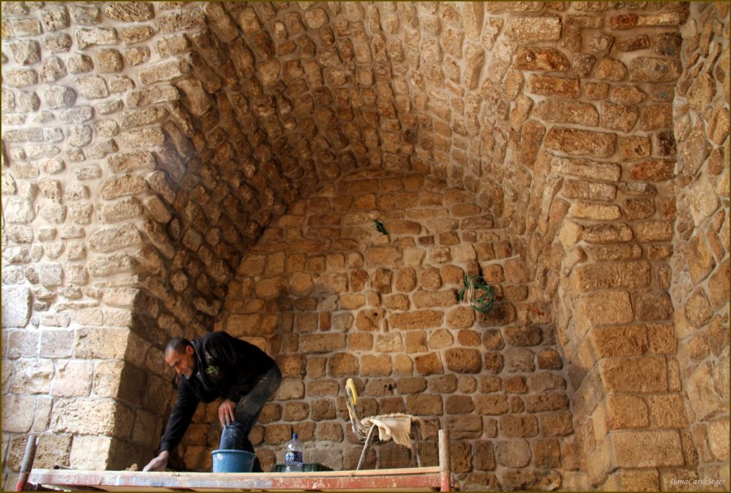 An arched wall and ceiling in Fallenberg's house that will become Arabesque, an arts and residency center (Courtesy Elana Seger)