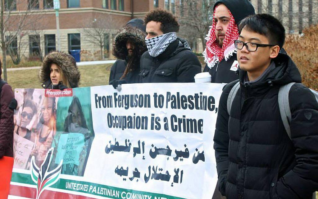 Pro-Palestinian protesters at Loyola University, 2014. (courtesy ADL)