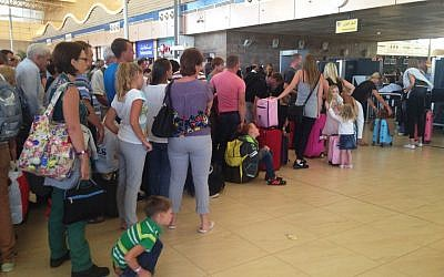 Tourists wait in line at the security gate before the check-in counter at Sharm el-Sheikh International Airport, south Sinai, Egypt, November 6, 2015. (AP/Thomas Hartwell)