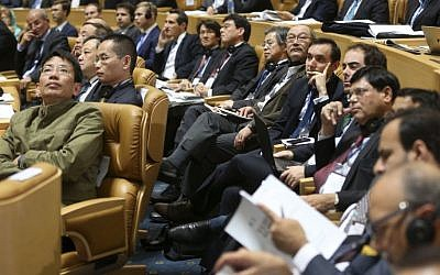 Foreign participants watch a video clip during the Iran Petroleum Contracts Conference in Tehran, Iran, Saturday, Nov. 28, 2015.  (AP/Vahid Salemi)