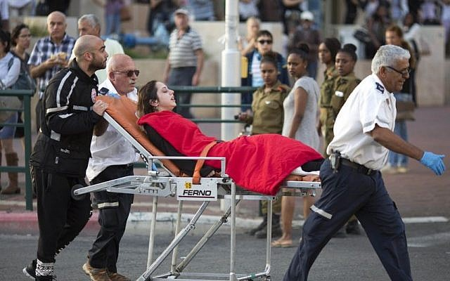 Rescue personnel evacuate a woman after a stabbing attack in Rishon Lezion. November 2, 2015 (AP Photo/Ariel Schalit)