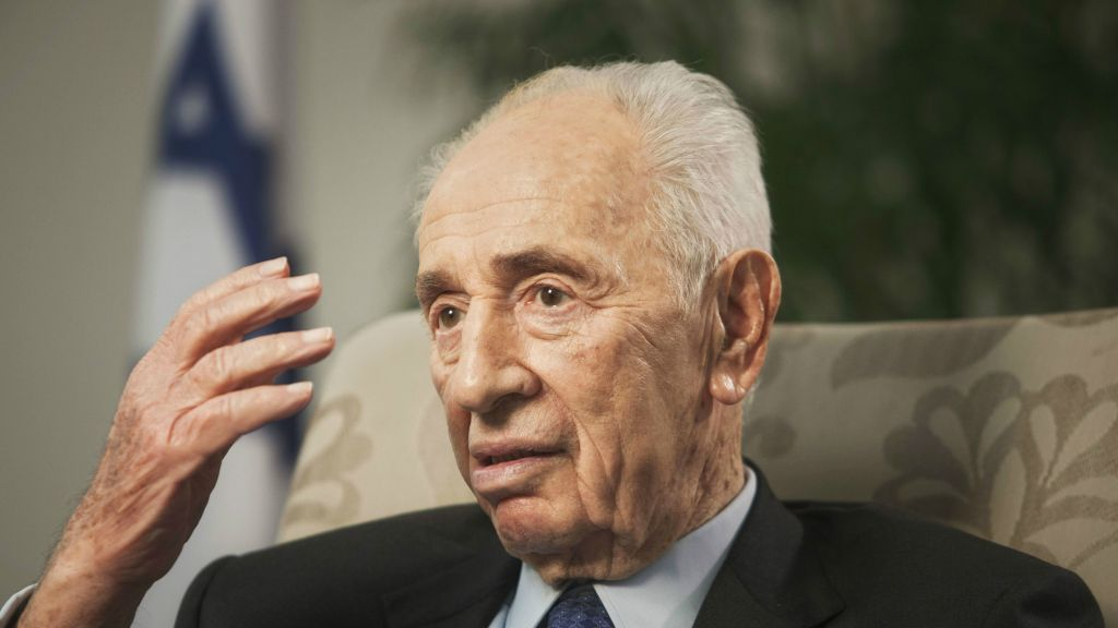 Former president Shimon Peres speaks during an interview with The Associated Press in Jerusalem, November 2, 2015. (AP/Dan Balilty)