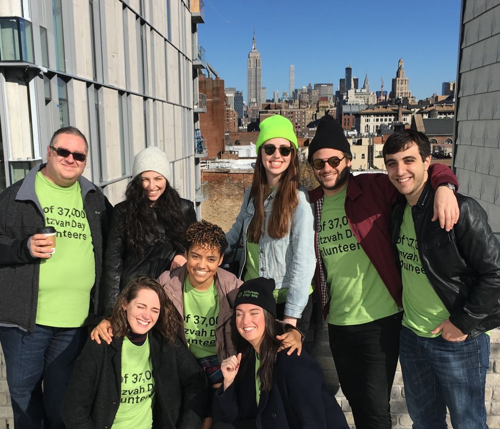 The UK's Mitzvah Day makes it to the New World with this group of participants in New York on November 22, 2015. (courtesy)