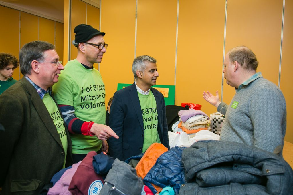 London mayoral candidate Sadiq Khan (with blazer) and Labour politician Andrew Dismore pack parcels for the elderly at Belsize Square Synagogue on November 22, 2015. (Yakir Zur)