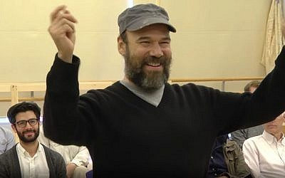 Danny Burstein performs the song 'If I Were a Rich Man' in a press rehearsal on October 15, 2015 ahead of a new production of 'Fiddler on the Roof.' (YouTube screenshot)