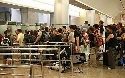 Illustrative: People standing in line to go through passport control at Ben Gurion International Airport in Israel. (Yossi Zamir/Flash90)